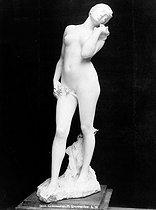 Roger-Viollet | 817498 | Alexandre Charpentier (1856-1909).  Femme . Paris, musée du Luxembourg. | © Léopold Mercier / Roger-Viollet