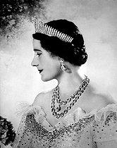 Roger-Viollet | 818092 | The queen Elizabeth (1900-2002), king George VI of England's wife. | © LAPI / Roger-Viollet