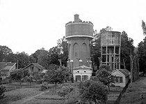 Roger-Viollet | 819322 | Castelsarrasin (Tarn-et-Garonne). The water tower. June 1956. | © CAP / Roger-Viollet