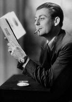 Roger-Viollet | 823855 | François Périer (1919-2002), French actor, in 1946. | © Laure Albin Guillot / Roger-Viollet