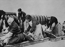Roger-Viollet | 825591 | World War One. Breton women working in a shell manufacture. | © Collection Roger-Viollet / Roger-Viollet