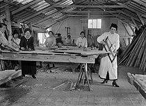 Roger-Viollet | 837254 | War - Women at work | © Maurice-Louis Branger / Roger-Viollet