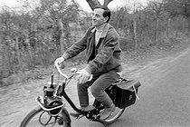 Roger-Viollet | 840859 | Charles Aznavour (1924-2018), Armenian-born French singer-songwriter and actor, riding a moped, March 1959. Photograph by Bernard Liptnizki (1930-2012). | © Bernard Lipnitzki / Roger-Viollet