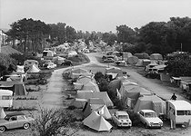 Roger-Viollet | 841223 | Cabourg (Calvados). Camping site of the beach, in the 1960's. | © CAF / Roger-Viollet