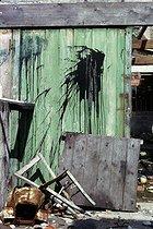 Roger-Viollet | 842688 | Entrance of a warehouse in the district of Belleville | © Léon Claude Vénézia / Roger-Viollet