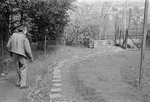 Roger-Viollet | 843194 | Louis-Ferdinand Céline (1894-1961), écrivain français. Meudon (Hauts-de-Seine), 1955-1956. | © Bernard Lipnitzki / Roger-Viollet