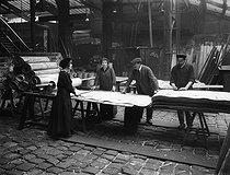Roger-Viollet | 846075 | World War I. Women at work in the wood-veneer industry. Hand-cutting wood veneer sheets. France 1917. | © Jacques Boyer / Roger-Viollet