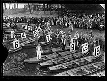Roger-Viollet | 846524 | World War I. Start of the Swimming across Paris, swimming race taking place between the Pont National and the Pont Mirabeau. Paris, on July 29, 1917. | © Excelsior - L'Equipe / Roger-Viollet
