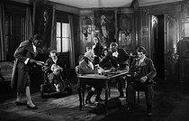 Roger-Viollet | 846560 | Scène du film  Napoléon  d'Abel Gance (debout, au centre). 1925-1927. | © Boris Lipnitzki / Roger-Viollet