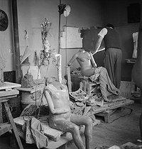 Roger-Viollet | 847025 | Making of a wax figure at the Grévin museum. Paris (IXth arrondissement), circa 1950. | © Gaston Paris / Roger-Viollet
