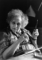 Roger-Viollet | 848434 | Colette (1873-1954), French writer. Paris, 1953. Photograph by Janine Niepce (1921-2007). | © Janine Niepce / Roger-Viollet