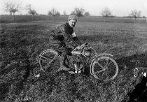 Roger-Viollet | 848491 | Motorcycle race | © Maurice-Louis Branger / Roger-Viollet