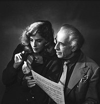 Roger-Viollet | 849920 | Abel Gance (1889-1981), French director and Nelly Kaplan (born in 1936), Argentinian-born French director and writer. November 1956. | © Boris Lipnitzki / Roger-Viollet