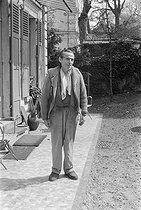 Roger-Viollet | 849988 | Louis-Ferdinand Céline (1894-1961), écrivain français. Meudon (Hauts-de-Seine), 1955-1956. | © Bernard Lipnitzki / Roger-Viollet
