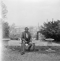 Roger-Viollet | 850414 | Louis-Ferdinand Céline (1894-1961), French writer. Meudon, about 1955. | © Bernard Lipnitzki / Roger-Viollet