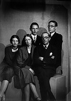 Roger-Viollet | 851193 | Igor Stravinski (1882-1971), compositeur russe, en famille. Paris, vers 1930. | © Boris Lipnitzki / Roger-Viollet