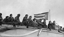 Roger-Viollet   851703   Speech of Fidel Castro with Ernesto Guevara, Osvaldo Dorticos Torrado and Raúl Castro. Cuba, 1962.   © Gilberto Ante / BFC / Roger-Viollet