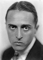 Roger-Viollet   853698   René Clair (1898-1981), French director, around 1930.   © Henri Martinie / Roger-Viollet