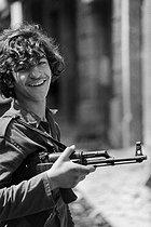 Roger-Viollet | 853807 | Lebanese civil war. A Young Christian militiaman. Beirut (Lebanon), January 1976. | © Françoise Demulder / Roger-Viollet