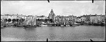 Roger-Viollet | 853960 | La Rochelle (Charente-Maritime). The Grosse-Horloge gate and the harbour. About 1900. | © Neurdein / Roger-Viollet