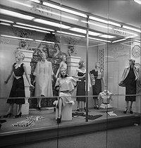 Roger-Viollet | 855379 | Display mannequins in a shop window. New York (United States), May 1951. | © Jack Nisberg / Roger-Viollet