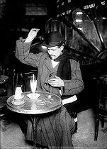 Roger-Viollet | 856912 | Absinthe drinker. Paris, 1911. | © Jacques Boyer / Roger-Viollet