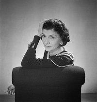 Roger-Viollet | 857542 | Coco Chanel (1883-1971), couturière française. Paris, octobre 1936. | © Boris Lipnitzki / Roger-Viollet