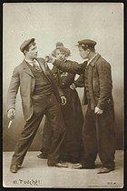 Roger-Viollet | 858131 | Scène de meurtre entre  Apaches . Paris, vers 1900. | © Collection Roger-Viollet / Roger-Viollet