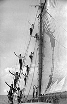 Roger-Viollet | 859164 | Matanzas (Cuba). Fishing school  Victoria de Girón , about 1960. | © Gilberto Ante / Roger-Viollet