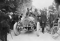 Roger-Viollet | 862552 | Italian Prince Scipione Borghese, winner of the Beijing-Paris motor race, driving the Itala 35/45. 1907. | © Roger-Viollet / Roger-Viollet
