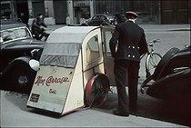 Roger-Viollet | 863590 | World War II. Bicycle taxi in front of the  Maxim's , rue Royale, Paris. Photograph by André Zucca (1897-1973). Bibliothèque historique de la Ville de Paris. | © André Zucca / BHVP / Roger-Viollet