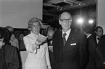 Roger-Viollet | 864407 | Inauguration du Centre National d'art et de culture Georges Pompidou en présence de Valéry Giscard d'Estaing (né en 1943) et son épouse, accompagné de madame Pompidou (1912-2007), 1977. | © Jacques Cuinières / Roger-Viollet