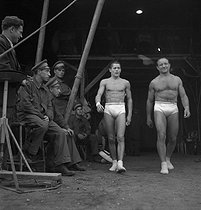 Roger-Viollet | 866252 | The Clérans, trapeze artists. France, years 1950. | © Gaston Paris / Roger-Viollet