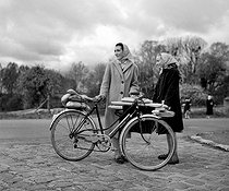 Roger-Viollet | 866700 | Young ladies with a bicycle. France, in March, 1959. | © Roger-Viollet / Roger-Viollet