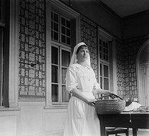 Roger-Viollet | 868077 | World War One. Nurse of the Red Cross at the Hôtel de Malte. Toulouse (France), circa 1915. | © Collection Roger-Viollet / Roger-Viollet