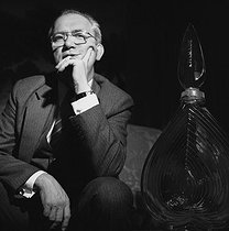 Roger-Viollet | 869165 | Jean-Paul Guerlain (born in 1937), French perfumer. Paris, May 1981. | © Kathleen Blumenfeld / Roger-Viollet