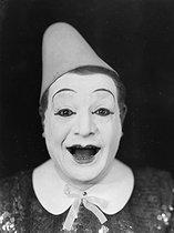 Roger-Viollet | 869371 | Clown. Photographie de Léopold Mercier. | © Léopold Mercier / Roger-Viollet