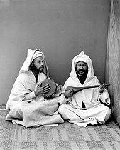 Roger-Viollet | 869508 | Tangier (Morocco). Moorish musicians. | © Léon & Lévy / Roger-Viollet