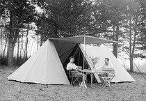 Roger-Viollet | 870270 | Camping, in 1955. | © Roger Berson / Roger-Viollet