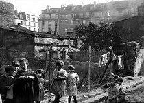 Roger-Viollet | 870502 | Children in the Belleville district. Paris, XXth arrondissement. | © LAPI / Roger-Viollet