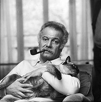 Roger-Viollet | 871354 | Georges Brassens (1921-1981), French singer-songwriter, at home. Paris, 1974. | © Patrick Ullmann / Roger-Viollet