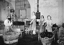 Roger-Viollet | 871921 | Fabrique de vin de Champagne  Moët et Chandon , Epernay (Marne), 1941. | © LAPI / Roger-Viollet