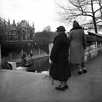 Roger-Viollet | 871965 | Couple. Paris, around 1950. | © Collection Roger-Viollet / Roger-Viollet