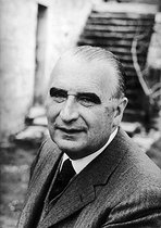 Roger-Viollet   872904   Georges Pompidou (1911-1974), President of the French Republic, at his place. Carjac (France), on April 2nd, 1972.   © Jean-Régis Roustan / Roger-Viollet
