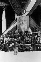 Roger-Viollet | 874146 | Commemoration of death of Jean Jaurès in the Pantheon. Leon Blum on the left of the orator : Georges Mandel. Paris. | © Albert Harlingue / Roger-Viollet