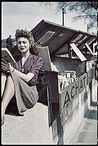 Roger-Viollet | 875438 | World War II. On the banks of the Seine, Paris. Photograph by André Zucca (1897-1973). Bibliothèque historique de la Ville de Paris. | © André Zucca / BHVP / Roger-Viollet