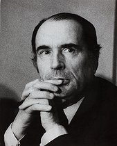 Roger-Viollet | 876406 | François Mitterrand (1916-1996), French politician, during a socialist meeting about the  liberation of women . Paris, on December 13, 1972. Photograph by Janine Niepce (1921-2007). | © Janine Niepce / Roger-Viollet
