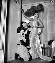 Roger-Viollet   877132   Joséphine Baker (1906-1975), American variety artist, at the Folies-Bergère. Paris, February 1949.   © Studio Lipnitzki / Roger-Viollet
