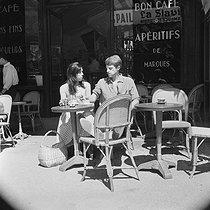 Roger-Viollet   880598   Jean-Paul Belmondo and Elodie Constantin   © Alain Adler / Roger-Viollet