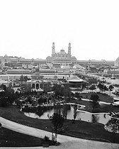 Roger-Viollet | 881567 | Exposition universelle de 1878, Paris. Panorama avec, au fond, le Trocadéro. Stéréo Détail d'une vue stéréoscopique. | © Léon & Lévy / Roger-Viollet